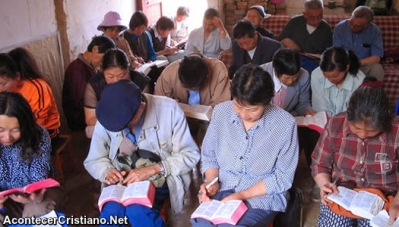 Policía china detiene a 27 cristianos que asistían a estudio bíblico